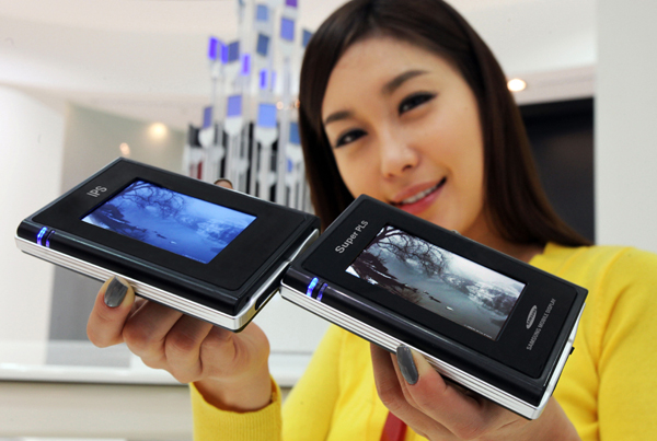 Samsung touts Super PLS display by azpek