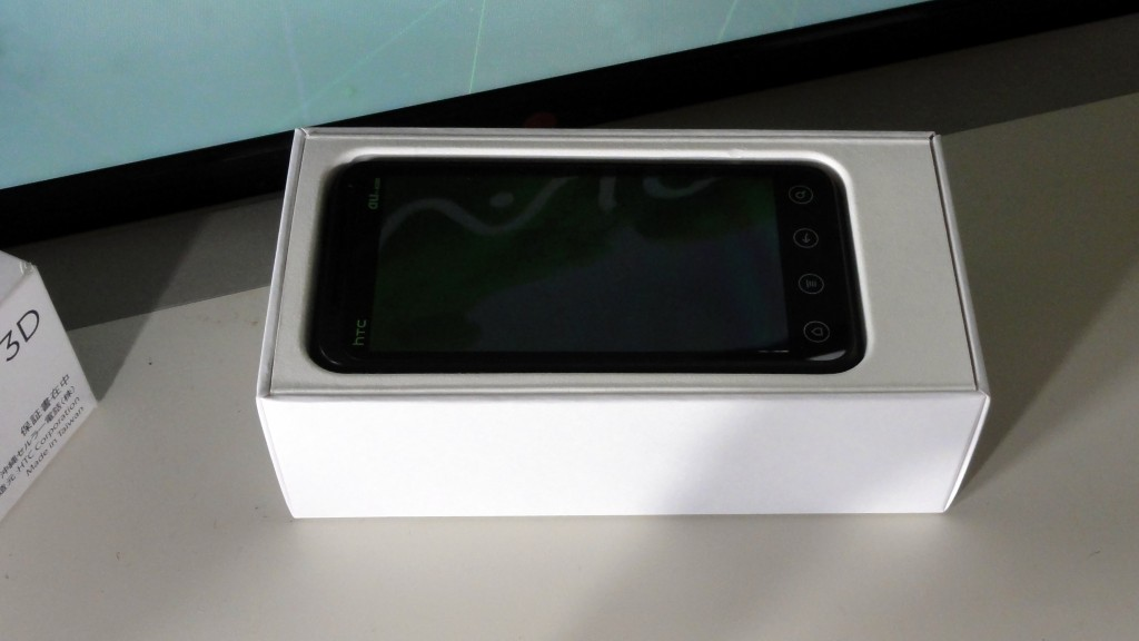 HTC EVO 3D ISW12HT review photo (3)