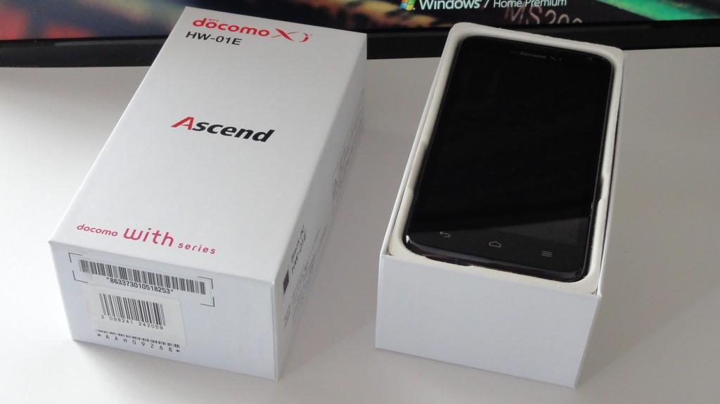 Huawei Ascend HW-01E  パッケージを開けると…