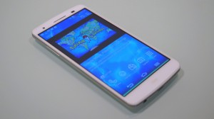 au Smartphone isai LGL22 front LCD (2)