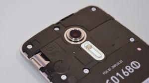 au Smartphone isai LGL22 rear camera