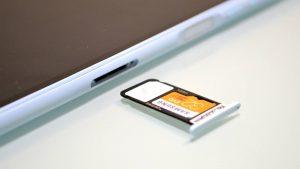 SIMスロット+microSDカードスロット