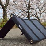 Aukey PB-P4なら、太陽光でスマホを充電できる!
